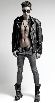 Skinny jeans and other tight legwear. Tight Jeans Men, Superenge Jeans, Jeans And Boots, Leather Fashion, Leather Men, Leather Pants, Casual Wear For Men, Lined Jeans, Hommes Sexy