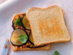 Italienisch für die Mittagspause oder einen schnellen Snack mit unserem Rezept für ein Auberginen-Sandwich mit Mozzarellatatar.