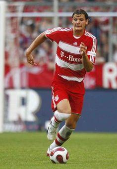 Daniel Van Buyten of Bayern Munich & Belgium in Neuer Goalkeeper, Travel Belgium, Sport Icon, Munich, Van, Football, Icons, Sports, Fc Bayern Munich