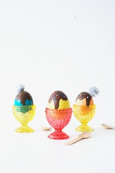 AWESOME. Ice cream easter eggs! This is so cool.