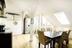 Schwabing: Lichterfüllte 3-Zimmer-Dachgeschosswohnung mit gemütlicher Loggia Details: http://www.riedel-immobilien.de/objekt/2418