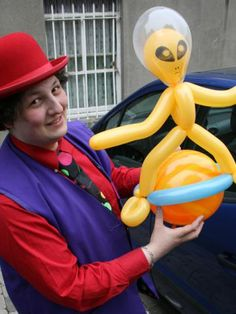 Mr. Balloonatic -Performing at the Laya Healthcare Street Performance World Championship  Cork - Fitzgerald Park 14-15 July  Dublin - Merrion Square 19-22 July #mrballoonatic #balloonperformance #outofthisworldballoons #outofthisworldballoonart
