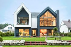 Fence House by mode:lina architekci in Borówiec, Poland (Architecture, Art, Designs) Modern Family House, Modern House Design, Cabin Design, Style At Home, Best Office, Traditional Style Homes, Modern Barn, House Extensions, House Roof