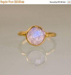 VENDITA - Rainbow Moonstone anello oro-giugno Birthstone anello - Solitaire - Stack anello - anello d