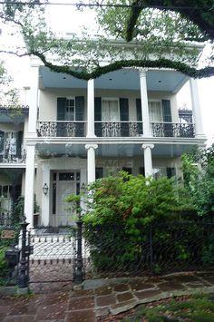 NOLA Garden District: Anne Rices old home 2009