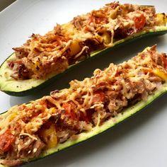 Ik heb weer een easy monday voor jullie. Deze gevulde courgette met tonijn maakte ik vanmiddag en hij was zooo lekker dat ik hem gelijk met jullie wil delen. Dit recept is gezond, bevat weinig calorieën en is ook nog eens koolhydraatarm. Maak jij ook wel eens gevulde courgette, perfect om je week gezond te starten! Dit gerecht bevat maar 324 calorieën per persoon en deze maaltijd vult super goed, omdat hij veel groenten en eiwitten bevat. Heerlijk als lichte maaltijd en ideaal voor als je…