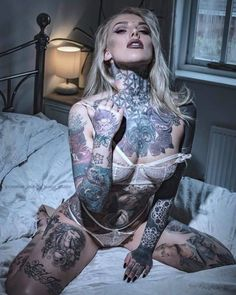 Sexy Tattoos, Weird Tattoos, Body Art Tattoos, Tattoos For Women, Tattooed Women, Tatoos, Tattoo Skin, Female Tattoos, Gorgeous Tattoos