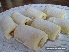 Brze lisnate kiflice ~ Recepti i Savjeti Brze Torte, Kolaci I Torte, Bosnian Recipes, Croatian Recipes, Bosnian Food, Cookie Recipes, Dessert Recipes, Desserts, Kiflice Recipe