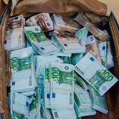 """Mi piace"": 1,946, commenti: 11 - Bills.CO (@bills.co) su Instagram: ""Prepared for a wonderful experience in Europe • • #money #million #billion #dollars #dollar…"""
