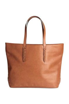 Shopper: Shopper in grained imitation leather with two handles with braided details, a magnetic fastener and three inner compartments, one with a zip. Lined. Size 13x31x46.5 cm.