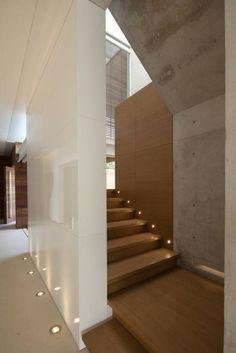 FF HOUSE: Pasillo, hall y escaleras de estilo translation missing: mx.style.pasillo-hall-y-escaleras.moderno por Hernandez Silva Arquitectos