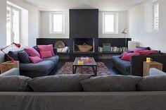 Un salon avec cheminée où il fait bon vivre