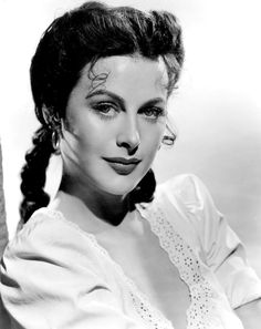 Hedy Lamarr - an Austrian, Czech and American actress - was born in Vienna in 1914 and died in California in aged Old Hollywood Glamour, Golden Age Of Hollywood, Vintage Hollywood, Hollywood Stars, Classic Hollywood, Classic Actresses, Hollywood Actresses, Actors & Actresses, 1940s Actresses