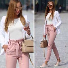 outfit rosa pantalons longue avec noeud papillon ceinture taille haute mode elegant rose f Lange Hosen mit Fliege Gürtel Taille High Fashion elegant rosa . Heels Outfits, Pink Outfits, Classy Outfits, Chic Outfits, Fashion Outfits, Summer Outfits, Sneakers Fashion, Summer Dresses, Fall Outfits