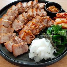 Recipes From Heaven, Korean Food, Pork, Meat, Baking, Food, Kale Stir Fry, Korean Cuisine, Bakken