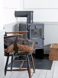 Loving house Antique furniture and collections make the charm of Hans and Ditte Swedish home, that its owners renovate gradually.