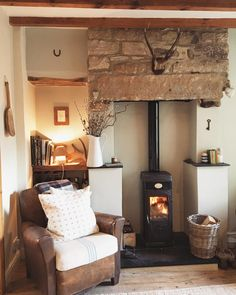 Home 💫 The fire is lit and I'm having a lovely cup of tea before we crack on with putting up our Bee Hive Composter 🐝🌿 Cottage Living Rooms, Cottage Interiors, Home Living Room, Living Room Designs, Living Room Decor, Style At Home, Cottage Shabby Chic, Home Interior, Interior Design