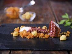 Receta | Pulpo a la plancha con barro de pimentón y patatas confitadas (pulpo a la gallega) - canalcocina.es
