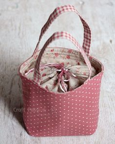 """Lunch box bag"" Miaouzday a adpaté les dimensions pour en faire un sac à tricot"