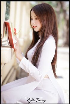 sexy as hell Most Gifts that Keeps fitness babes Vietnamese Traditional Dress, Traditional Dresses, Folk Fashion, Asian Fashion, Cute Asian Girls, Beautiful Asian Girls, Ao Dai, Cute Beauty, Beautiful Girl Image