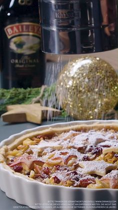 Discover our delicious recipes with baileys for a delightful Christmas here- Entdecke hier unsere leckeren Rezepte mit Baileys für genussvolle Weihnachten Bailey& liqueur is the perfect ingredient for your … - Beef Wellington, Dessert Halloween, Cookie Recipes, Dessert Recipes, Baileys Recipes, Biscuit Cake, Irish Whiskey, Mini Desserts, Crack Crackers