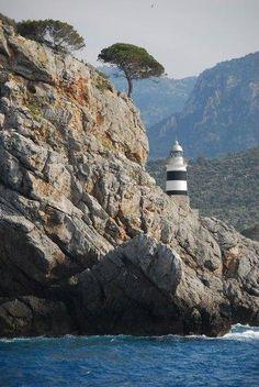 El faro más pequeño en Port Soller, Mallorca, España