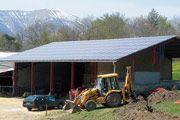Granja de montaña  07/2008, Hautes Alpes, Francia   Potencia: 29 kWp  Producción de energía: 34'800 kWh/año   Ahorro de CO2: 12 t/año    Tipo de instalación: Integrado en tejado, Redes