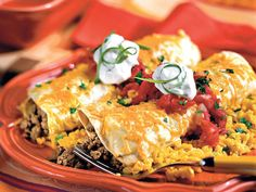 While the enchiladas are in the oven, you'll have plenty of time to whip up homemade salsa. Mexican Dishes, Mexican Food Recipes, Beef Recipes, Chicken Recipes, Cooking Recipes, Spanish Recipes, Recipe Chicken, Easy Recipes, Recipies