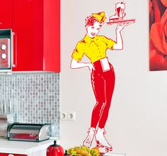 Spectacular wall sticker inspired by the famous art movement that took place in America during the 50's. A cheerful looking waitress to brighten up your kitchen and give it a retro look! #PopArt #WallSticker #Vintage