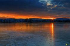 Die letzten Sonnenstrahlen des Tages beim Sonnenuntergang an der Veckenstedter Teichwirtschaft  Ich wünsche einen schönen Feierabend und einen entspannten Abend. Schöne Grüße  @Teilen ist erlaubt und erwünscht!  #Sonnenuntergang #Sunset #Sunrise #Sun #Sonnenstrahlen #Sonne #Sonnenschein #Veckenstedt #Veckenstedterteichwirtschaft #Teichwirtschaft #Angelteich #Angeln #Harz #Nordharz #Winter #Eis #Teich #See #Landscape #Landschaft #Natur #Nature #Photography #Fotografie #Photomicha #Canon…