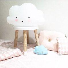 ☁️✨ Cantinho com decoração de nuvenzinha! Lindinho Shop Little Cloud | Pretty cloud decor ✨☁️ #quartomontessoriano #quartomontessori #babyroom #babyroomdecor #quartodebebe #quartodecrianca #montessoribabyroom #montessoriroom #decoracaoinfantil #quartodebebedecor #decoracaoquartobebe #mybambini #babygirl #babystyle #babyshop #baby #babytips #maternidade #gestante #gravidez #quadrinhodebebe #clouddecor #decoracaonuvem... -   ☁️✨ Cantinho com deco