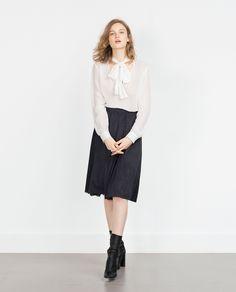 Les jupes plissées...ZARA - FEMME - JUPE PERFORÉE EN SUÉDINE