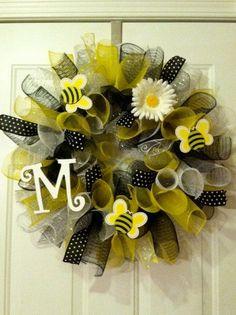 bee mesh wreath #etsy  Katkinzie #diy decorating ideas| http://diyfashiondestin.blogspot.com