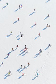 Gray Malin Photography inspiration X 'Deer Valley Skiers' __________ Fineart, ph. Aerial Photography, Art Photography, Artistic Photography, Magical Photography, Documentary Photography, Illustrations, Illustration Art, Kunst Online, Silkscreen