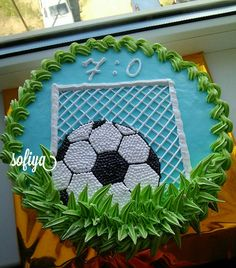 Futboll cake Creative Cake Decorating, Cake Decorating For Beginners, Creative Desserts, Cake Decorating Techniques, Football Birthday Cake, Birthday Cake Girls, Cupcake Cake Designs, Cupcake Cakes, Sports Themed Cakes