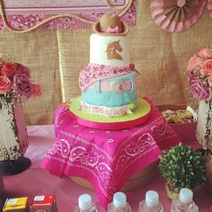 TORTA COWGIRL ... #KEIK @fiestascreativas Que fotooo jajaj Divina la amo Rodeo Birthday Parties, Cowgirl Birthday, Cowgirl Party, Birthday Cake Girls, Birthday Party Themes, 5th Birthday, Birthday Cakes, Birthday Ideas, Cowgirl Cakes