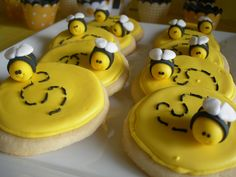 Mini bumble bee cupcake or cookie toppers - sweetenyourday.etsy.com