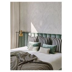 """Retro Chic Design na Instagrame: """"Good morning design lovers! 💖 Last picture of the fabulous interior designed by @humbertetpoyet 💙💚 A cheerful guest bedroom with headboard…"""" Luxury Homes Interior, Home Interior Design, Interior Ideas, Unique Home Decor, Cheap Home Decor, Architectural Digest, Design Apartment, Decoration Bedroom, Target Home Decor"""