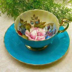 Beautiful & Vintage Blue Teacup by Aynsley England #goodmorning #morningpost #newyear #teawithlove #morningtea #tea #vintageteacup #teacups #teapot #teaparty #vintageteacups #teacup #vintageteapot #antiqueteapot #coffeeset #coffeecup #coffeetime #teaset #vintageteaset #collectorsitem #vintagecollector #hightea #highend #antiqueteapot #teapotlovers #teacuplovers #vintageteacup #oldteapot #antiqueporcelain #englandporcelain #harmony