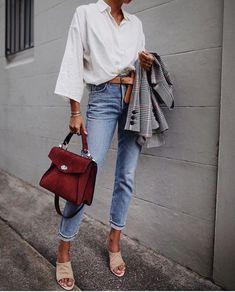 Look feminino - look fashion - look com calça jeans - look com camisa branca - look com bolsa - look com blazer look com cinto - blazer cinza - bolsa vinho - camisa branca - calça jeans clara Fashion Week, Look Fashion, Trendy Fashion, Winter Fashion, Womens Fashion, Fashion Trends, Trendy Style, Korean Fashion, Latest Fashion