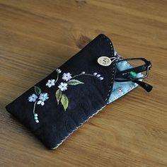 삼색물망초 자수로만든 안경집 #야생화자수 #꽃자수 #핸드메이드 #embroidery