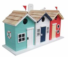 Fun coastal theme birdhouse offers room for three families! With nautical styling, it's equally suited for inland or island. Triple nesting compartments offer cozy digs with bird-friendly features. Inner walls separate nest boxes for total privacy, makes for a great roosting spot during the off-season too. Classic beach birdhouse is constructed of exterior grade ply-board, with pine shingled roof, and easy back wall clean-outs. 1.25-inch entrance is perfect for chickadees, nuthatches…