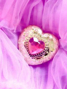 We Heart It 経由の画像 #brooch #cute #kawaii #pink #sailormoon #sweet