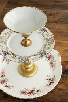 DIY Etagere - selbstgemacht aus Tellern und Kerzenständern vom Flohmarkt