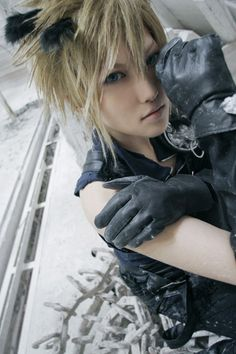 This is Cloud from Final Fantasy He is the main character in Final Fantasy. Cloud lives with Tifa in a house. This is him in cosplay. Final Fantasy Cloud, Final Fantasy Cosplay, Final Fantasy Characters, Cosplay Characters, Cloud Cosplay, Cloud Strife Cosplay, Amazing Cosplay, Best Cosplay, Halloween Cosplay