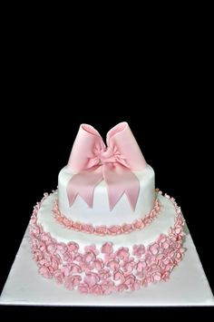 visual result of pictures of modern cakes with flowers Pasta Cake, Modern Cakes, Wedding Cakes, Cupcake, Lace, Flowers, Desserts, Pictures, Birthday Cakes