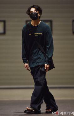Bts Airport, Airport Style, Airport Fashion, Jungkook Cute, Foto Jungkook, Jungkook Fanart, Jimin, Foto Bts, Busan