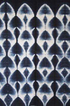 the gallery for gt shibori indigo Shibori Fabric, Shibori Tie Dye, Dyeing Fabric, Textile Patterns, Textile Prints, Fabric Painting, Fabric Art, Fabric Design, Techniques Shibori