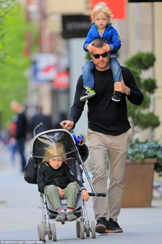 Is there anything hotter than a doting daddy? Nope! Liev Scheiber