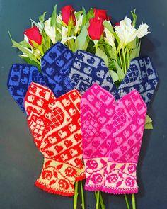 Mittens made from Kambgarn, soft and warm merino wool. Love Birds, Mittens, Merino Wool, Hand Knitting, Ravelry, Warm, Pattern, Fingerless Mitts, Patterns